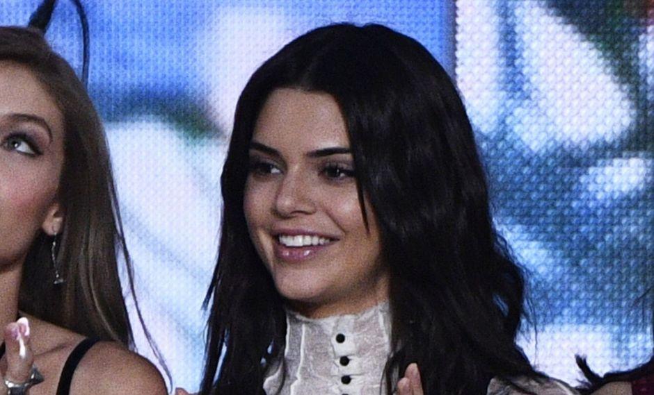 La chompa que llevó Kendall Jenner encantó a muchos usuarios. (Foto: AFP)
