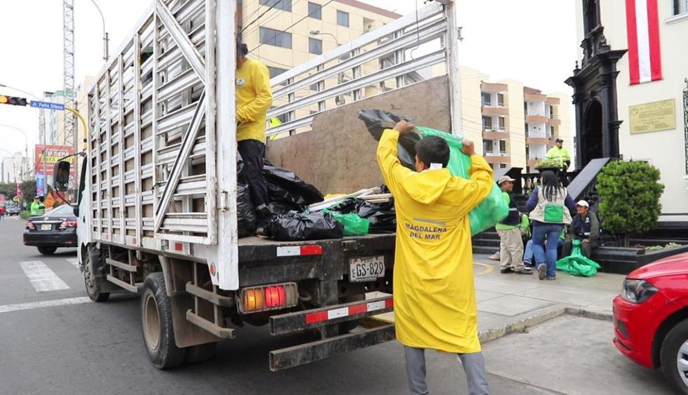 En la jornada de limpieza participaron personal de limpieza de la Municipalidad de Magdalena, vecinos voluntarios y recicladores. (Difusión)