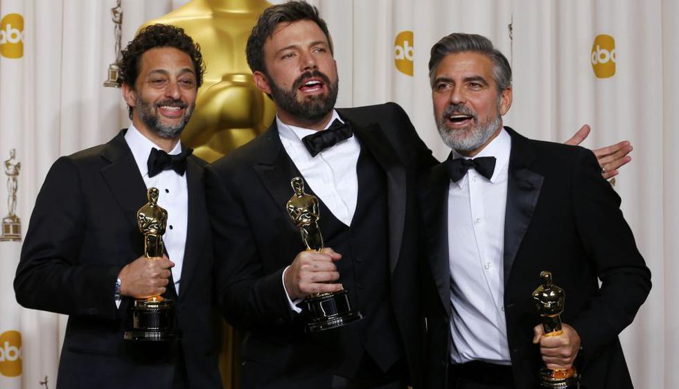 Ben Affleck, George Clooney y Grant Heslov celebran que 'Argo' sea la gran ganadora de la noche. (AP)