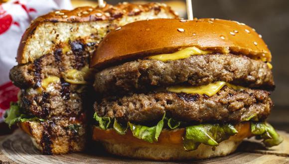 Este viernes 28 de mayo, se celebra el Día mundial de la hamburguesa. Los restaurantes McDonald's y Mad Burger, ganador en Premio Luces como mejor propuesta Dark Kitchen, te invitan a disfrutar con buenas promociones.