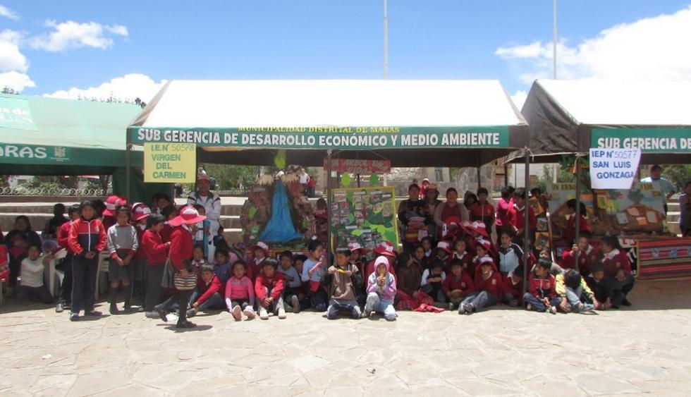 Escolares emocionados para sembrar árboles en la tierra que los vio nacer. (Foto: Difusión)