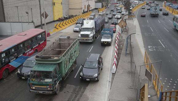 Menos tráfico. Camiones generan embotellamiento en calles de Lima. (USI)