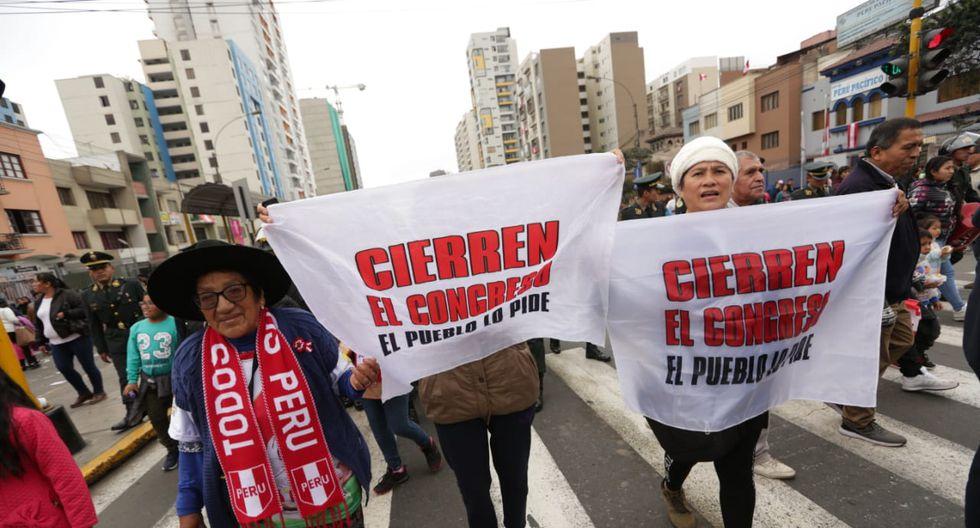 """Asistentes al Desfile y Parada Militar le gritaron a Martín Vizcarra: """"Cierren el Congreso"""". (Renzo Salazar)"""
