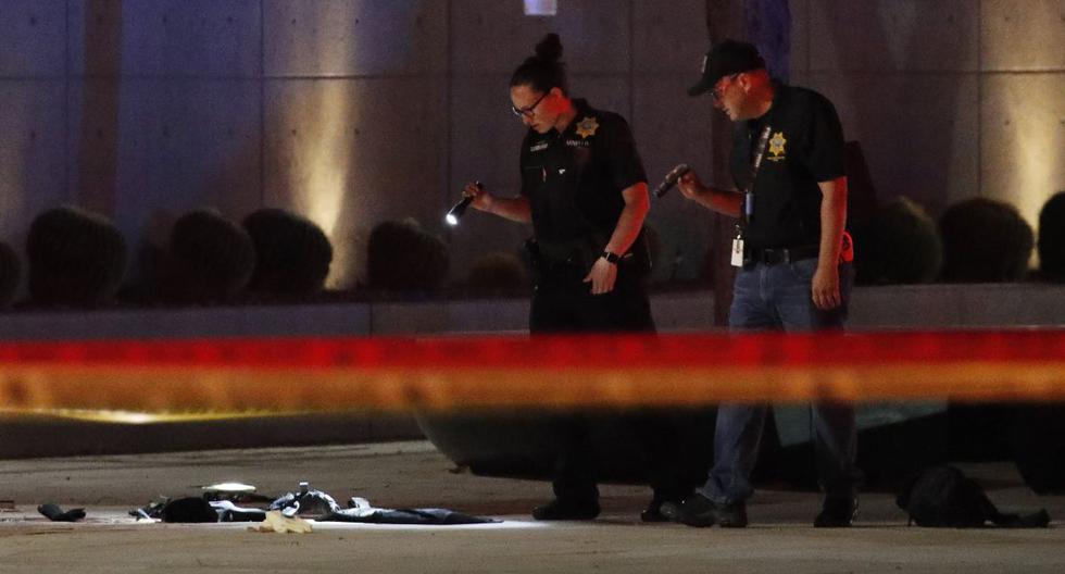 Imagen referencial de junio de 2020. Los investigadores observan la escena de un oficial involucrado disparando frente a un tribunal federal después de una protesta de Black Lives Matter el martes 2 de junio de 2020 en Las Vegas. (AP Photo/John Locher).