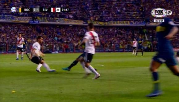 Las dos jugadas polémicas que en Boca Juniors reclamaron como penales. (Foto: Captura Fox Sports)