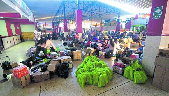 Mercado informal. En eso se ha convertido el Terminal Internacional de la Ciudad Heroica. El contrabando tipo hormiga fluye. (Ricardo Rivas)