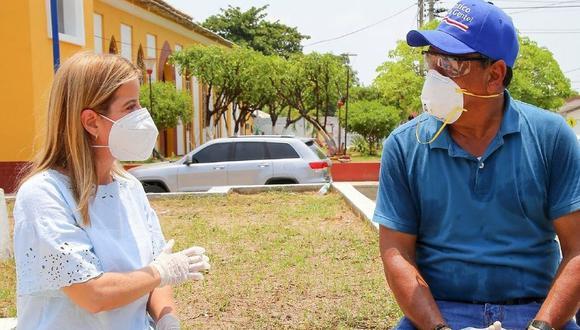 Elsa Noguera De la Espriella, gobernadora del departamento del Atlántico, junto al alcalde de Repelón, Eduardo Polo Mendoza. (Foto: @elsanoguerabaq).