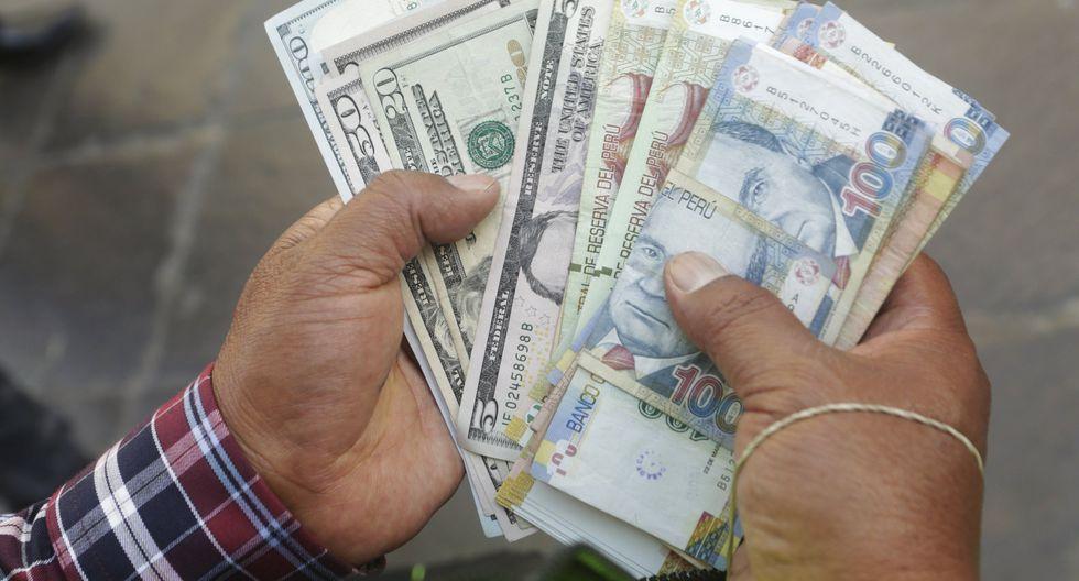 En el mercado paralelo o casas de cambio de Lima, el tipo de cambio se cotiza a S/ 3.335 la venta. (Foto: GEC)