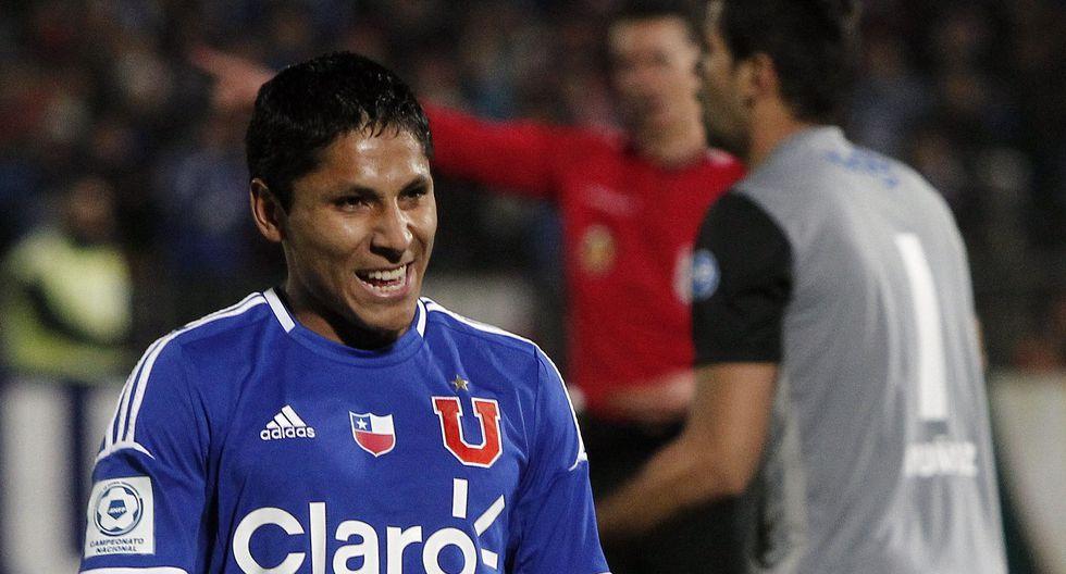Raúl Ruidíaz enfrentó a Boca Juniors con la U de Chile, cuando Jorge Sampaoli dirigía al equipo chileno. (EFE)