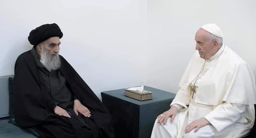 El Papa Francisco se reúne con el principal clérigo chiíta de Irak, el gran Ayatolá Alí Sistani, en Nayaf, Irak, el 6 de marzo de 2021. (Grand Ayatollah Alí Sistani office/REUTERS).