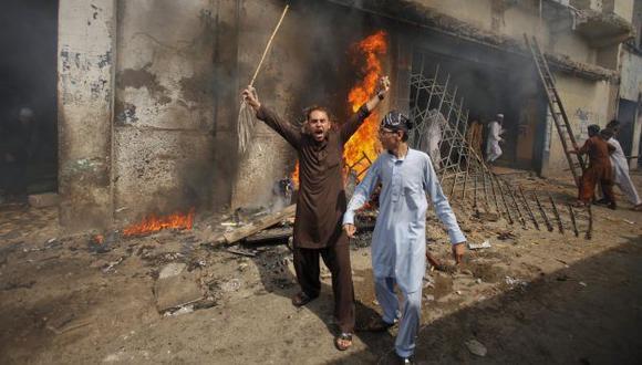 Furia paquistaní. Protestas más violentas se dieron en Karachi, donde quemaron cines y un banco. (Reuters)