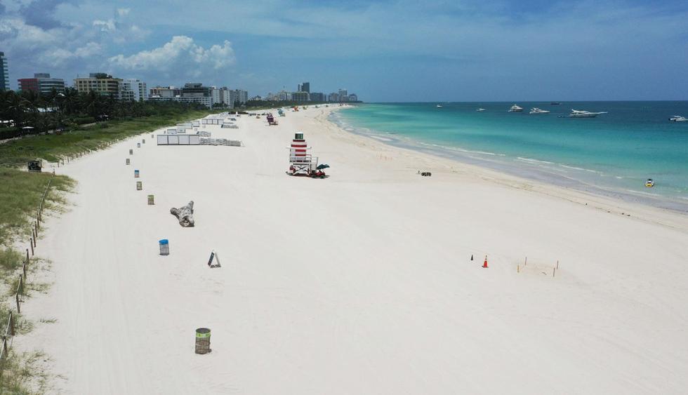 Vista general de South Beach (Miami Beach) vacío. Imagen tomada a través de un avión no tripulado. (Cliff Hawkins/Getty Images/AFP).