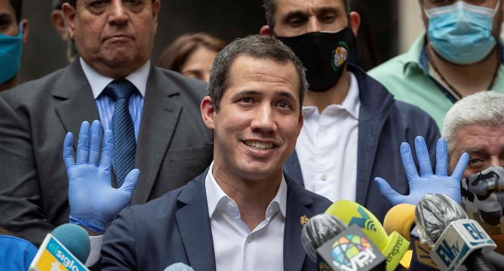Fotografía de archivo fechada el 17 de junio de 2020 que muestra al presidente de la Asamblea Nacional de Venezuela, Juan Guaidó, mientras participa en una rueda de prensa conjunta de la oposición en la sede del partido Acción Democrática (AD), en Caracas. (EFE/Rayner Peña).