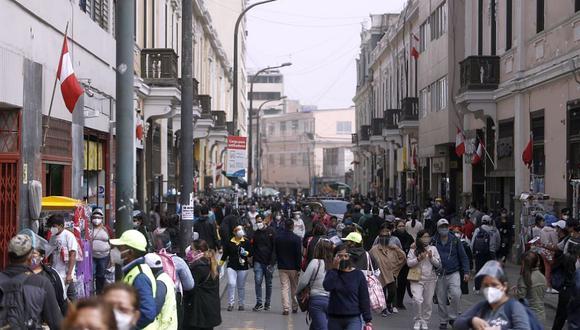 Las personas van saliendo en mayor cantidad ante el levantamiento de las restricciones. (Foto: César Campos / GEC)