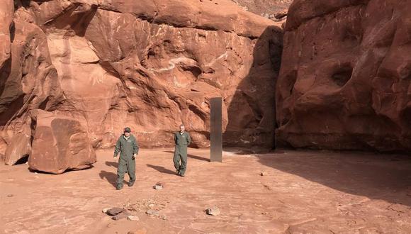 """El misterioso """"monolito de metal"""" de origen desconocido desapareció, indicaron el sábado funcionarios locales. (Foto; EFE/EPA/Utah Department of Public Safety)"""