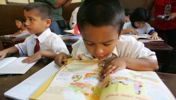 Piden más control sobre libros. (Perú21)