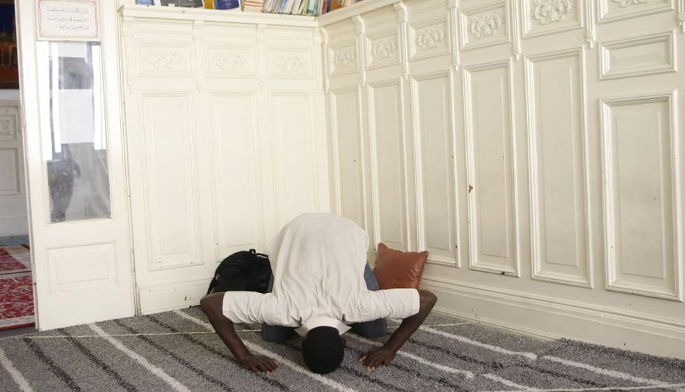 La oración es importante en la religión musulmana. (Luis Gonzales)