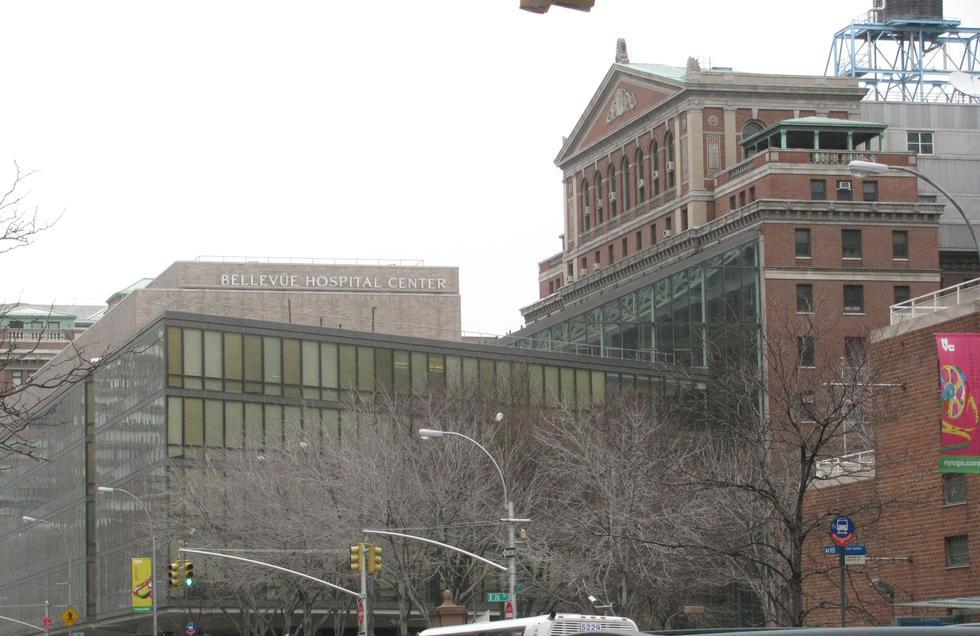 Bellevue, el hospital que atiende epidemias desde el siglo XVIII y ahora se enfrenta al COVID-19. (Google Maps)