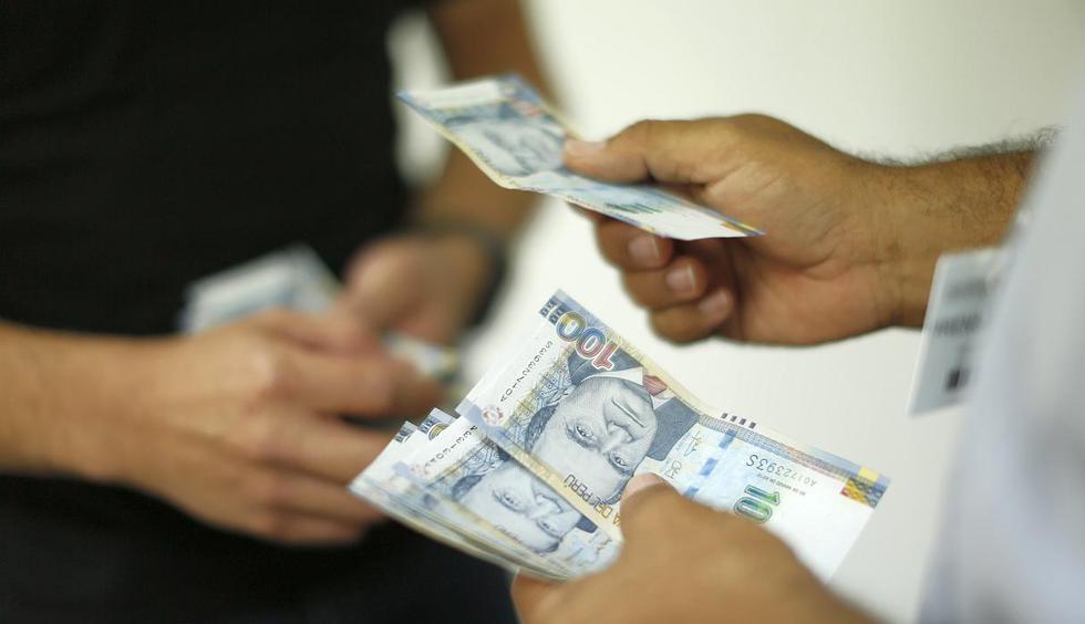 Los trabajadores contarán con un ingreso extra gracias al pago de las utilidades. Saldar deudas, ahorrar o invertir son alternativas para sacar el mayor provecho a este dinero, según aconseja el BCP. (Foto: GEC)
