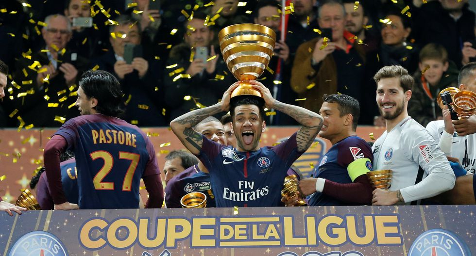Dani Alves es el jugador más exitoso del fútbol mundial. (REUTERS)