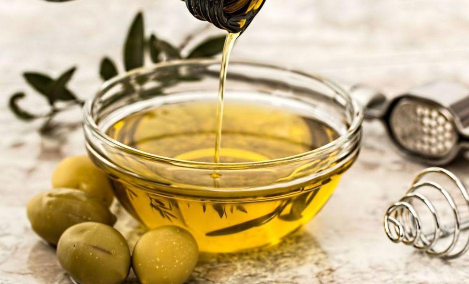 El aceite de oliva de calidad extra virgen, se caracteriza por tener cierto amargor y un picor agradable en el paladar. (Foto: Pixabay)