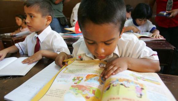 A CUIDAR LOS BOLSILLOS. La ley prohíbe que la selección de textos incluya beneficios económicos. (Perú21)