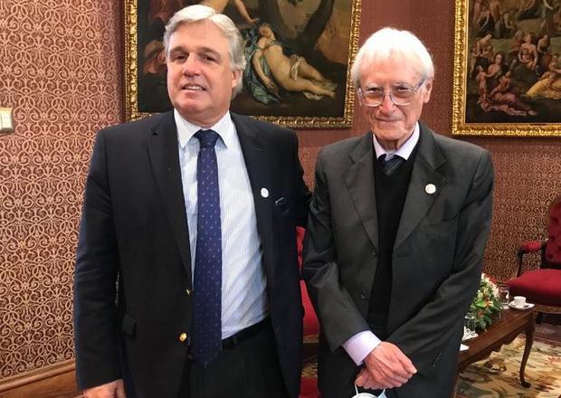 Canciller Francisco Bustillo y su par peruano Héctor Béjar.