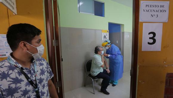 Ya se estableció un cronograma para la aplicación de las dosis durante esta semana que empieza el 8 de marzo. (Foto: Luka Gonzáles / AFP)