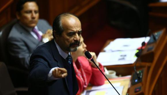Mauricio Mulder lanza su dedo acusador contra el Gobierno. (Rafael Cornejo/Peru21)