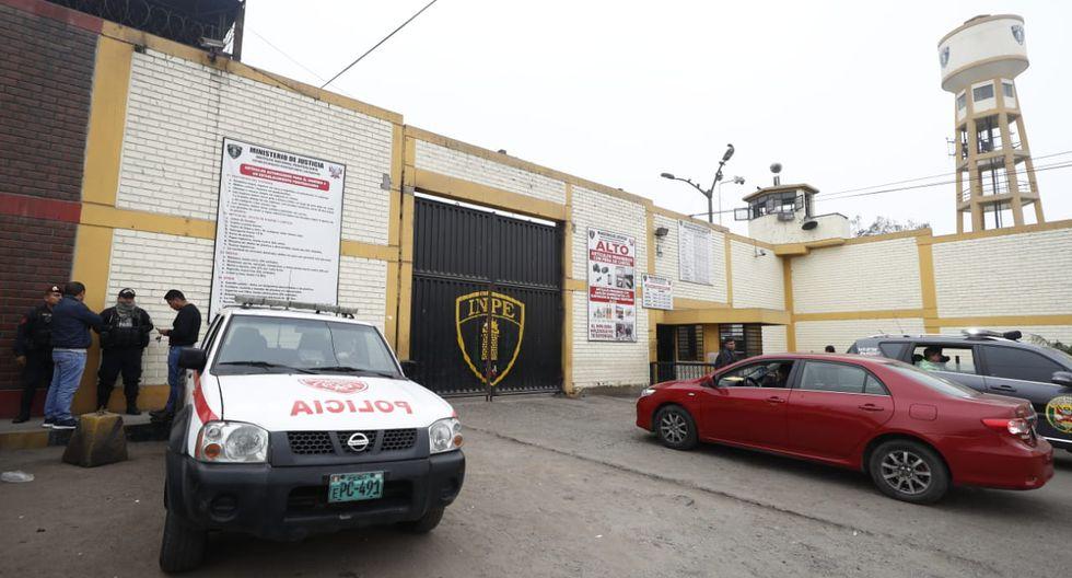 En los exteriores del penal de Lurigancho se mantienen el orden. (Fotos: César Campos)