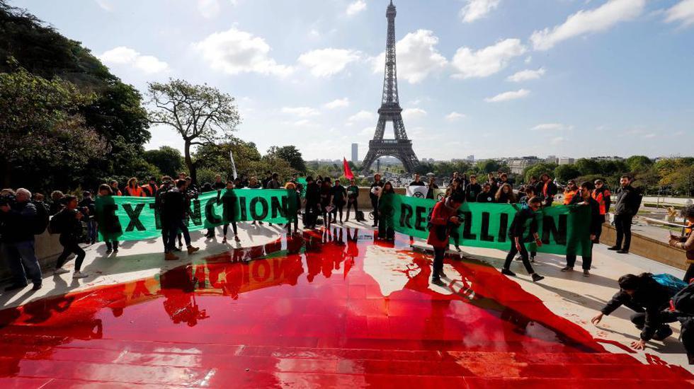 Extinction Rebellion | París: Ambientalistas esparcen sangre falsa en protesta contra la extinción de especies | Francia | FOTOS. (AFP)