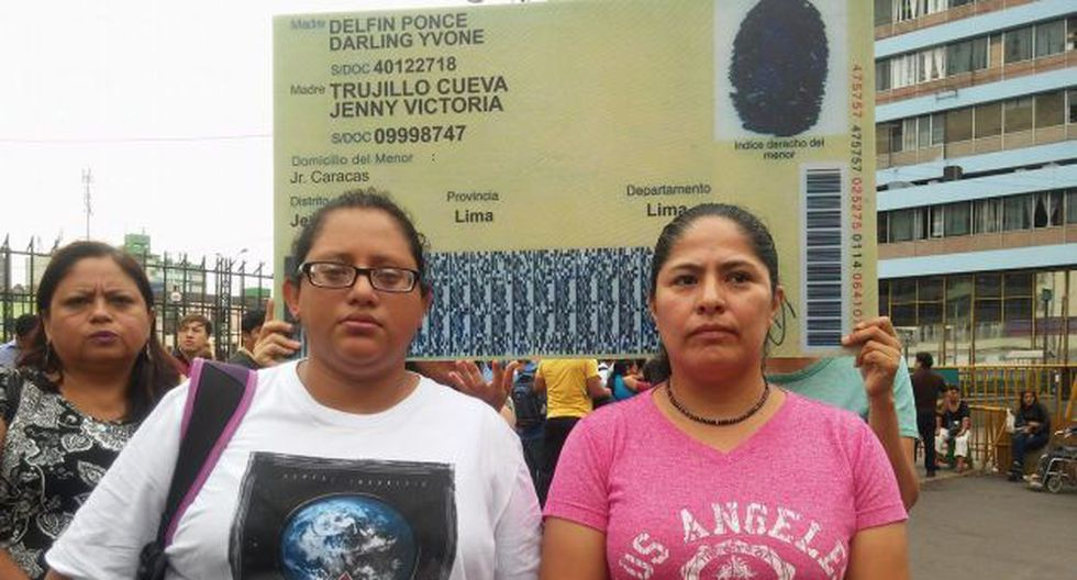 Darling Delfín y Jenny Trujillo solicitan a el Reniec que se les reconozca a ambas como madres de su hijo. (Peru21/Liz Saldaña)