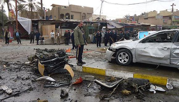 El número de víctimas sería mayor, pero la Policía desactivó uno de los coches bomba. (Reuters)