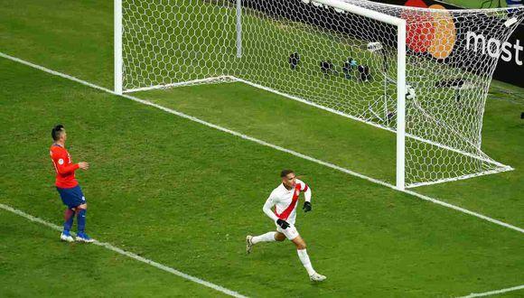 Paolo Guerrero selló el 3-0 de la selección peruana ante Chile en la pasada Copa América. (Foto: AFP)