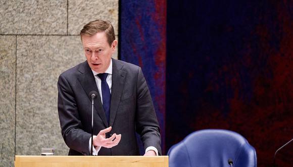 El Ministro holandés Bruno Bruins para Atención Médica habla durante un debate sobre los acontecimientos que rodean el coronavirus, en La Haya, Países Bajos. (Foto: AFP)