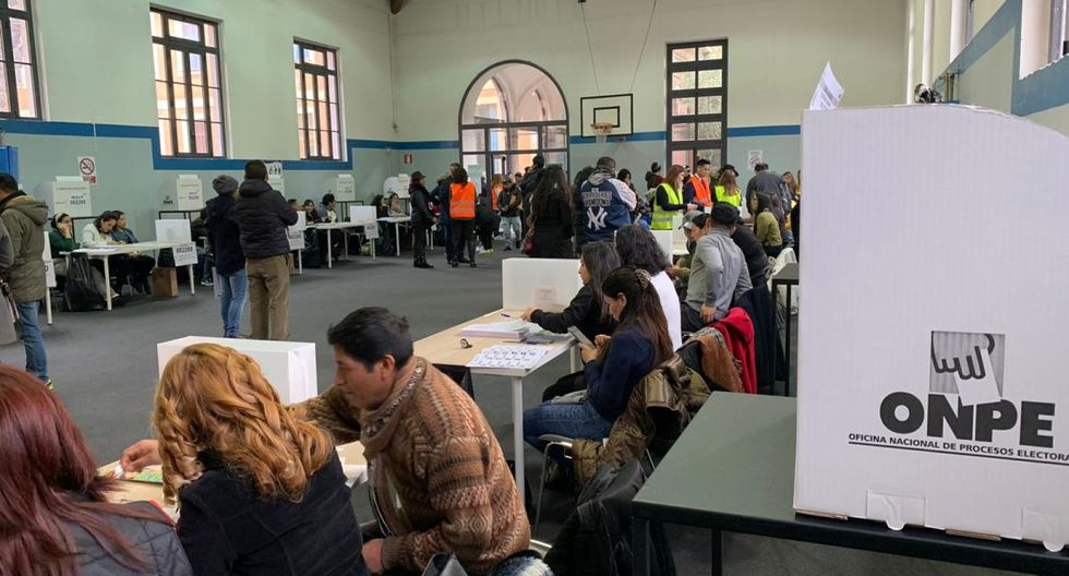 En Roma, decenas de peruanos ejercieron su deber cívico en las elecciones parlamentarias 2020.  (Foto: Cancillería)