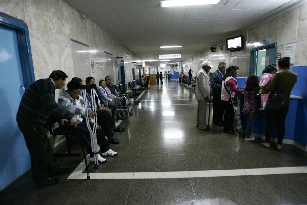 Médicos y enfermeras de EsSalud (Perú21)