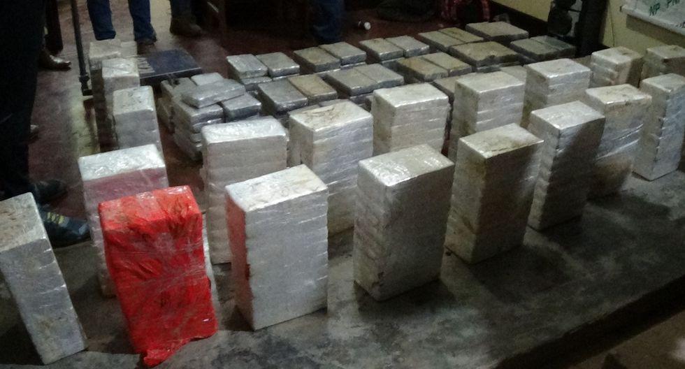 Junín. Paquetes tipo ladrillo con droga estaban acondicionadas en falso piso de la carrocería de una camioneta. (PNP)
