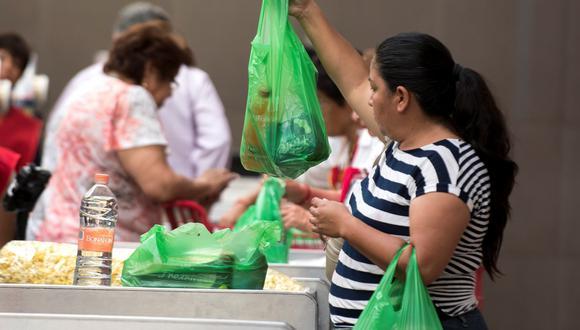 El monto del impuesto es gradual y se aplica por cada bolsa de plástico adquirida. (Foto: GEC)