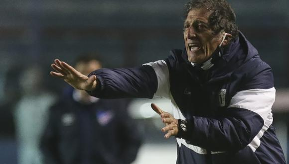 Salas acumuló cuatro derrotas consecutivas al mando de Alianza Lima. (Foto: AFP)