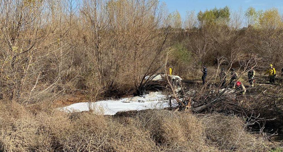 Al menos cuatro muertos al estrellarse una avioneta cerca del aeropuerto de California. (Foto: Twitter)