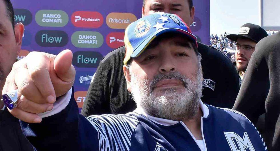 Diego Maradona ha sido vinculado con un club de la Segunda del fútbol español. (Foto: AFP)