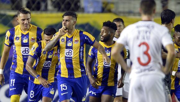 Santos quiere seguir por la senda del triunfo y ampliar su ventaja como líder de la serie, mientras que Delfín sale en busca de su primera victoria copera. (Foto: AFP)