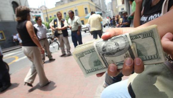 VOLVIÓ A CAER. Volatilidad se impone y billete verde ahora cae. (Fidel Carrillo)