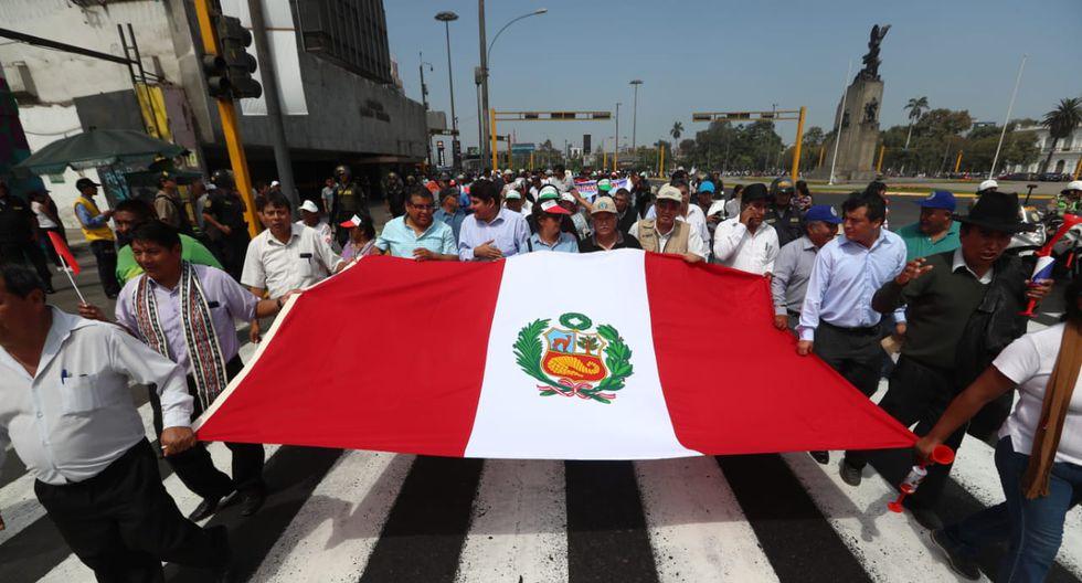 Los manifestantes se movilizan por el centro de Lima. (Foto:Alessandro Currarino /GEC)
