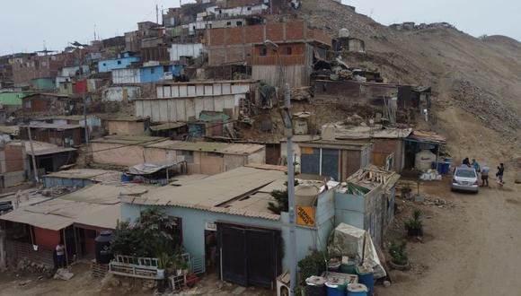 La casa de los Ayala, en la zona inferior derecha, está hecha en su mayoría de drywall. En el barrio hay alumbrado público y servicio de alcantarillado, pero aún no cuentan con agua potable. (Foto: César Campos/GEC)