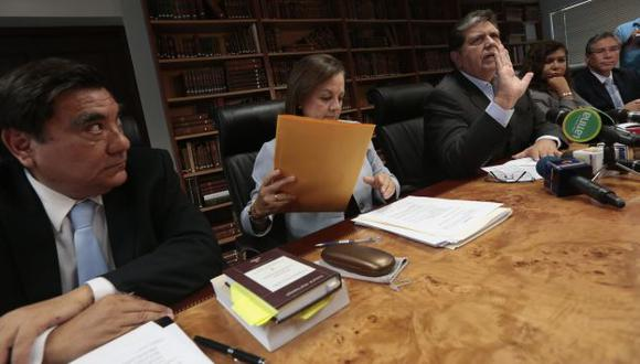 Expresidente García y sus ministros salieron con la 'espada desenvainada' a rechazar las acusaciones. (César Fajardo)
