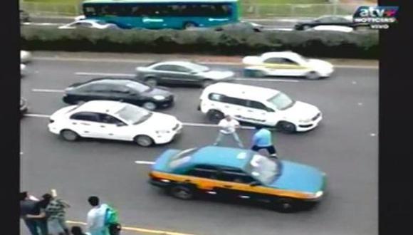 Así fue la pelea en la avenida Javier Prado. (Captura)