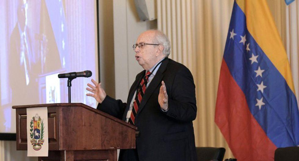 El representante especial de Venezuela ante la Organización de Estados Americanos (OEA), Gustavo Tarre, habla durante el inicio de la Conferencia Mundial de la Crisis Humanitaria en Venezuela. (Foto: EFE)