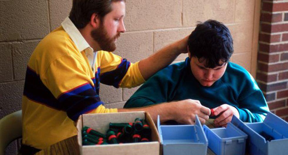 ¿Terapia controlaría brotes de violencia y automutilación en niños autistas?. (Foto: Getty)